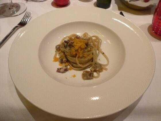 Linguine bottarga, calamari spillo e vongole